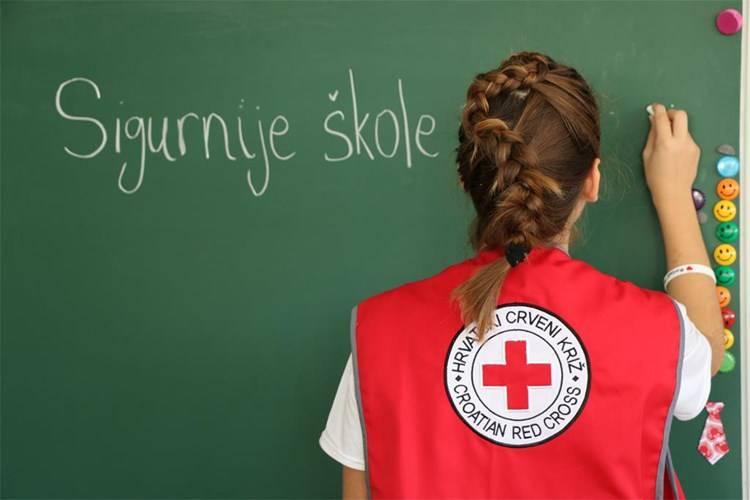 """Projekt """"Sigurnije škole i vrtići"""" – podijeljena 32 kompleta prve pomoći"""